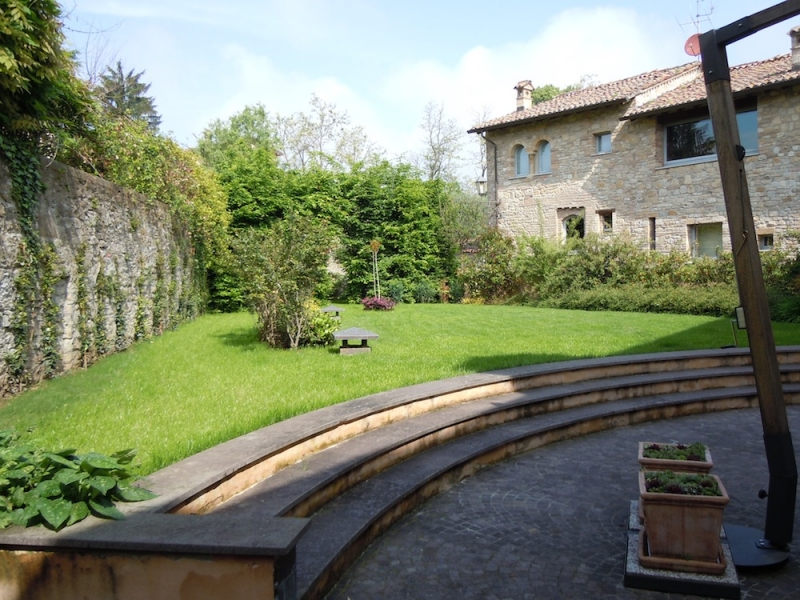 HISTORICAL PROPERTY IN CASTELL 'ARQUATO